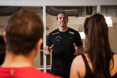 Nils Paul underviser i ernæring.